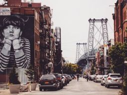 Exploring neighbourhoods. Street art and the Williamsburg bridge