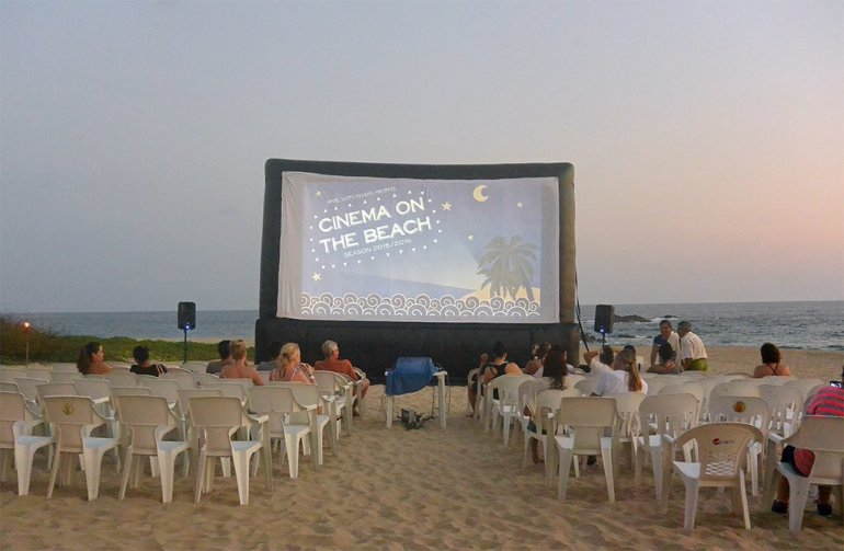 Cinema on the beach, Puerto Escondido